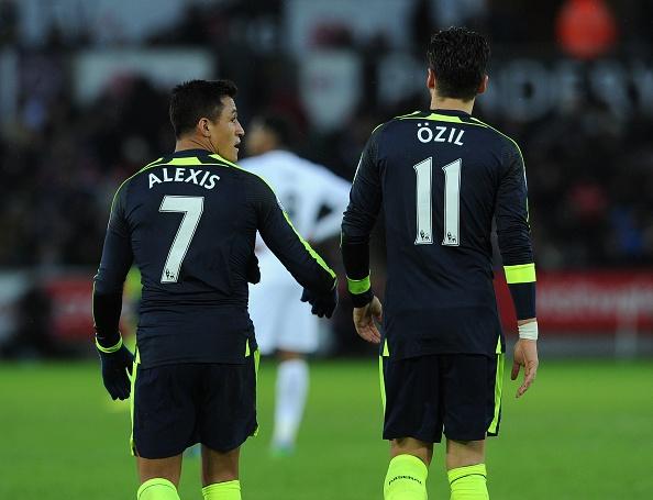 Chu tich Arsenal san sang de Sanchez va Oezil ra di hinh anh
