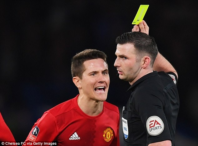 Lampard va Neville chi trich trong tai Michael Oliver hinh anh