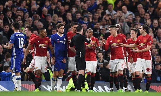 Dap vao bung Hazard, Rojo van thoat an phat cua FA hinh anh 2