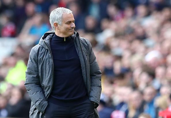 HLV Mourinho cam kich voi bai hat CDV Man Utd danh cho minh hinh anh 1