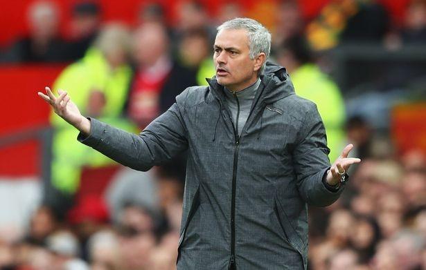 Mourinho thua nhan bo Top 4 Premier League, don suc cho Europa League hinh anh 1