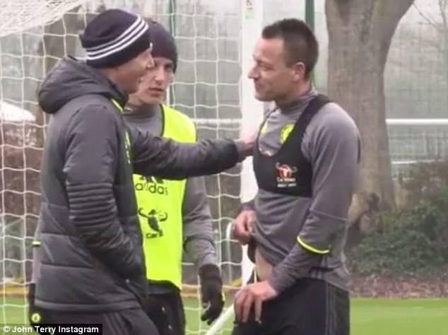 John Terry nhan nho vi bi David Luiz danh len hinh anh 1