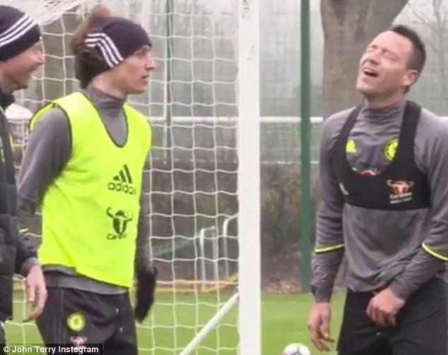John Terry nhan nho vi bi David Luiz danh len hinh anh 4