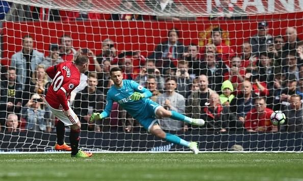 Bi Swansea cam hoa, fan MU do loi cho Herrera hinh anh 3