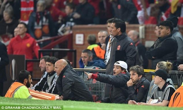 Mourinho om con trai an mung sau tran hoa Celta Vigo hinh anh 4