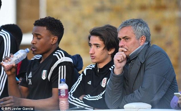 Mourinho om con trai an mung sau tran hoa Celta Vigo hinh anh 9