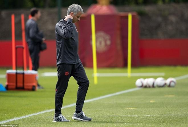 UEFA tang cuong an ninh bao ve tran Man Utd - Ajax hinh anh 9