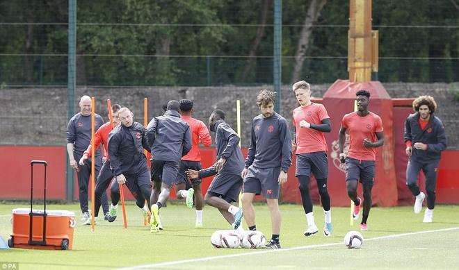 UEFA tang cuong an ninh bao ve tran Man Utd - Ajax hinh anh 10