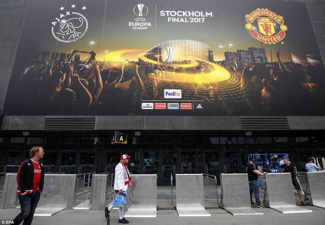 UEFA tang cuong an ninh bao ve tran Man Utd - Ajax hinh anh 4