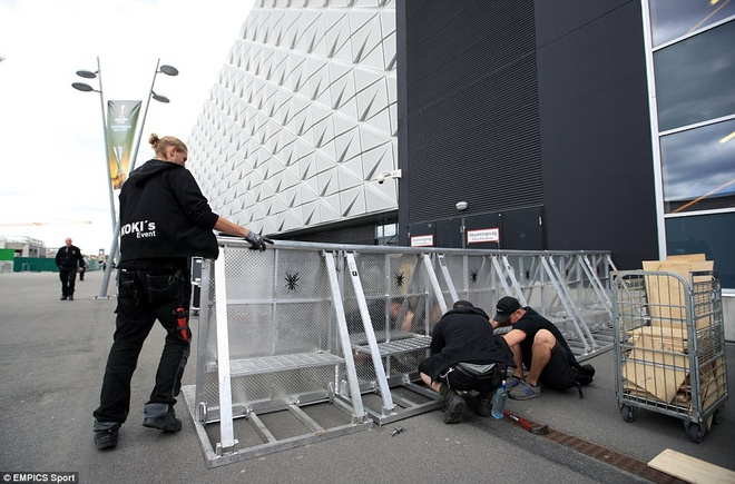 UEFA tang cuong an ninh bao ve tran Man Utd - Ajax hinh anh 5