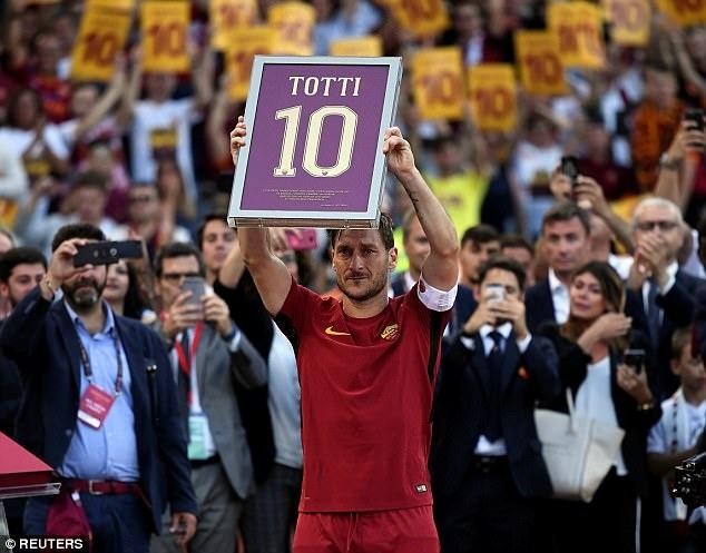'Hoang tu' Totti nghen ngao trong tran dau cuoi cung cho Roma hinh anh