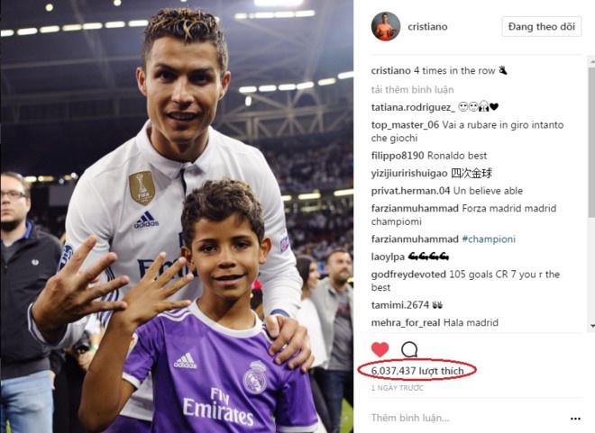 Ronaldo nhay mua tren may bay rieng mung Champions League hinh anh 4