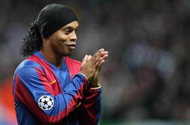 Ronaldinho bat ngo gui loi chuc den sao tre Man Utd hinh anh