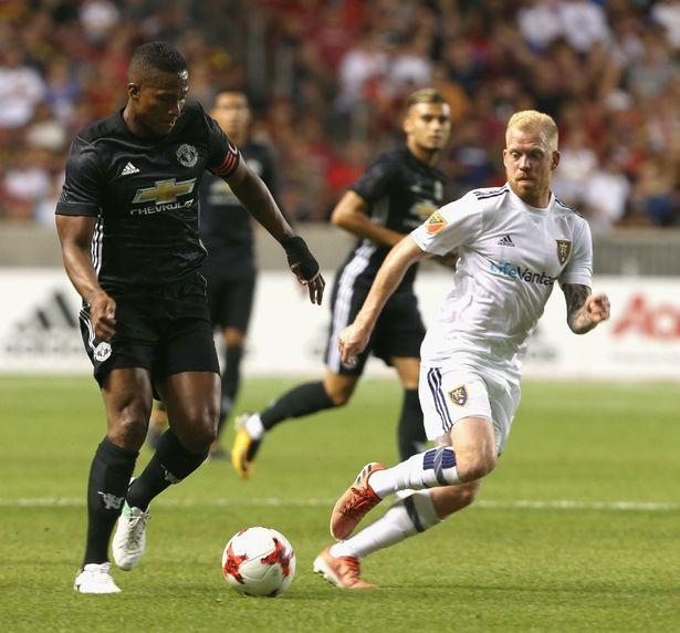 Mourinho tu choi yeu cau cua trong tai khien Valencia phai nhan the do hinh anh