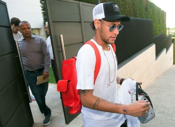 Neymar khan goi chinh thuc roi Barcelona hinh anh 2
