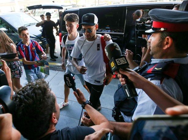 Neymar khan goi chinh thuc roi Barcelona hinh anh 5