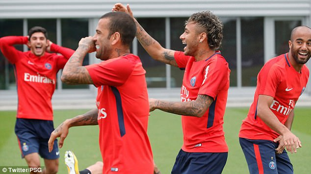 Neymar rang ro trong buoi tap dau tien cung PSG hinh anh 5