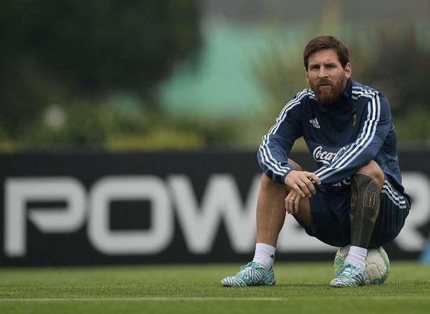 Hut bong, thu mon cua MU 'vo' thang mat Messi hinh anh 4