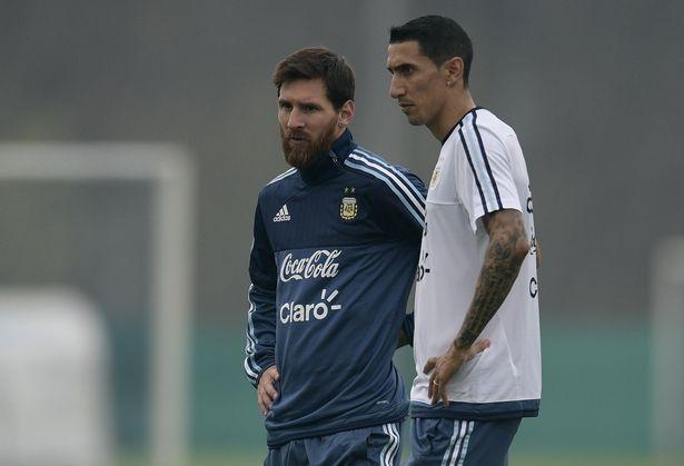 Hut bong, thu mon cua MU 'vo' thang mat Messi hinh anh 6