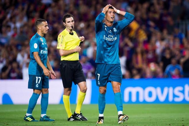 Messi may man chi phai nhan the vang trong tran dau voi Juventus hinh anh 5