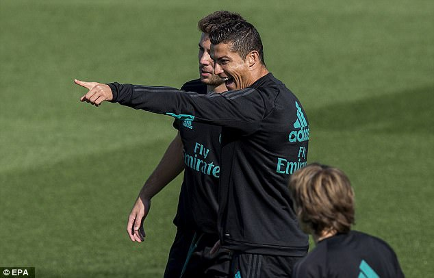 Ronaldo hung khoi cho tran dau tro lai La Liga hinh anh 5