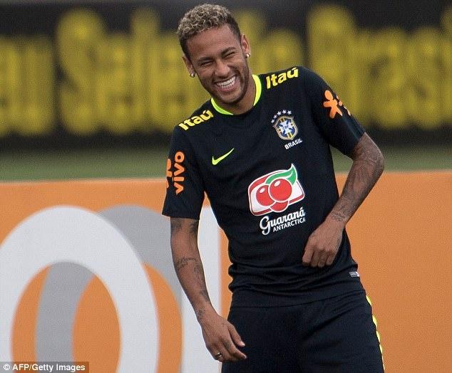 Dinh chan thuong ngon chan, Neymar van vui ve luyen tap cung DT Brazil hinh anh 2