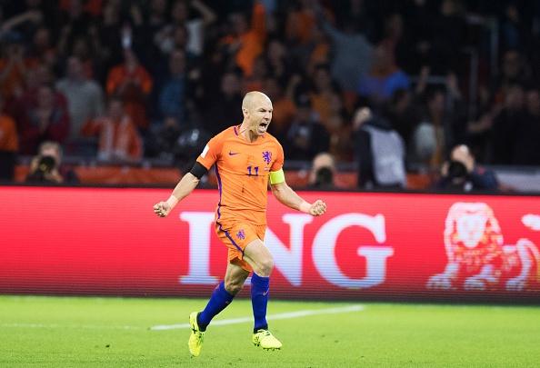 Robben gia tu su nghiep thi dau quoc te hinh anh 1