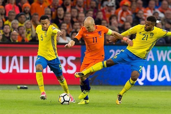 Robben gia tu su nghiep thi dau quoc te hinh anh 2