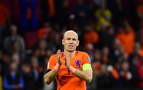 Robben gia tu su nghiep thi dau quoc te hinh anh 3
