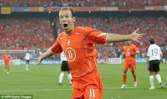 Robben gia tu su nghiep thi dau quoc te hinh anh 5