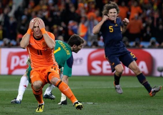 Robben gia tu su nghiep thi dau quoc te hinh anh 6