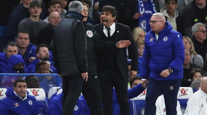 HLV Conte 'khau chien' Mourinho sau tran hoa Roma hinh anh