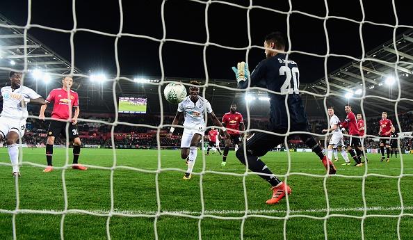 Cham diem Swansea 0-2 MU: Nguoi hung Lingard hinh anh 1