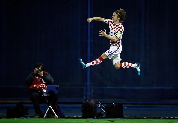 Luka Modric khai hoa, Croatia dat mot chan vao VCK World Cup 2018 hinh anh