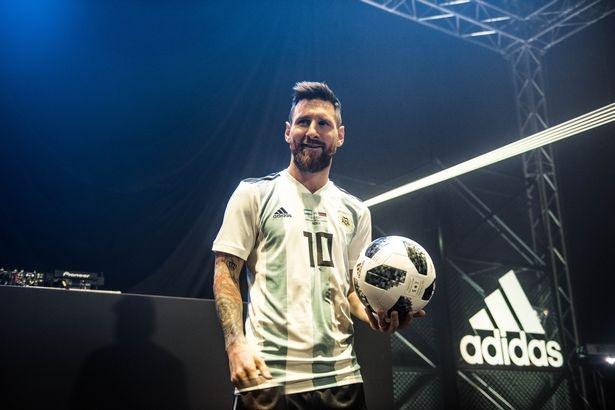 Zidane va Messi dan dau dan sao ra mat trai bong World Cup 2018 hinh anh