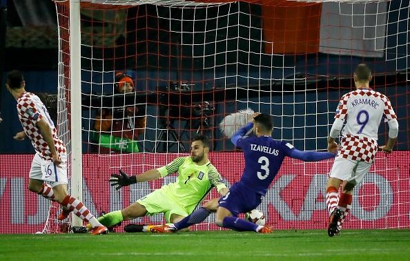 Luka Modric khai hoa, Croatia dat mot chan vao VCK World Cup 2018 hinh anh 6