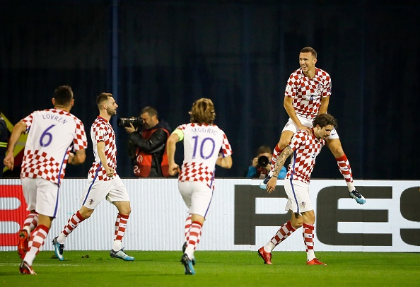Luka Modric khai hoa, Croatia dat mot chan vao VCK World Cup 2018 hinh anh 11