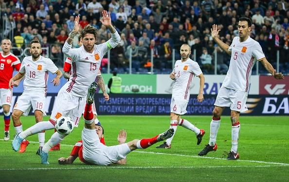 Huong 2 qua penalty, Tay Ban Nha van de Nga cam hoa 3-3 hinh anh 9