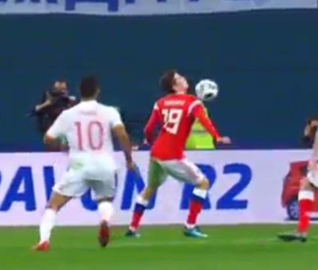 Huong 2 qua penalty, Tay Ban Nha van de Nga cam hoa 3-3 hinh anh 4
