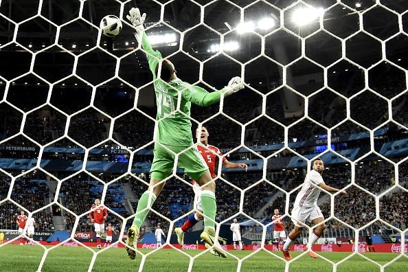 Huong 2 qua penalty, Tay Ban Nha van de Nga cam hoa 3-3 hinh anh 3