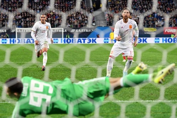 Huong 2 qua penalty, Tay Ban Nha van de Nga cam hoa 3-3 hinh anh 5