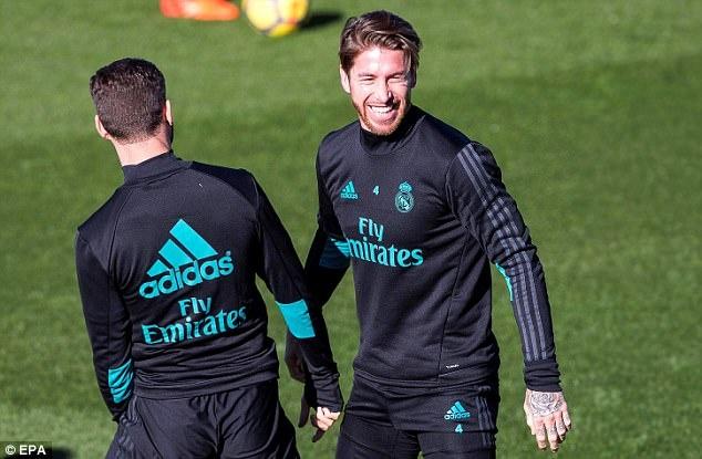 Ronaldo tach khoi nhom Ramos trong buoi tap truoc tran derby Madrid hinh anh 3