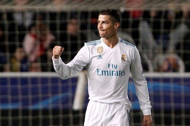 Messi cung dong doi khong the nhin cuoi vi Ronaldo hinh anh 1