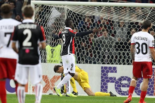 'Ngua chung' Balotelli lap cu dup dua Nice vao vong knock-out hinh anh 3