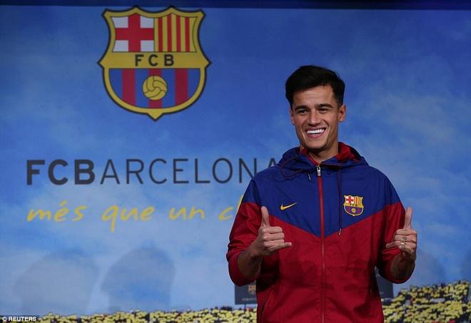 Coutinho rang ro ra mat trong mau ao Barcelona hinh anh