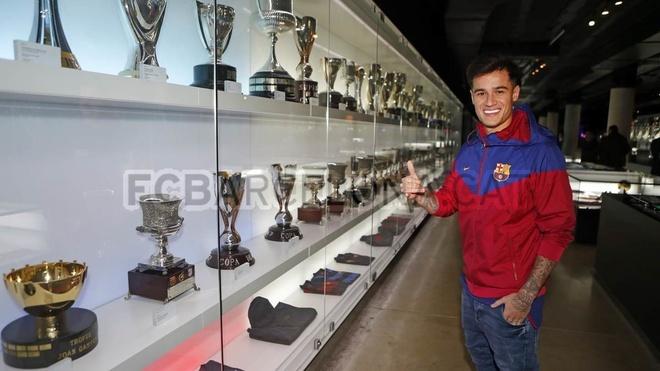 Coutinho rang ro ra mat trong mau ao Barcelona hinh anh 8
