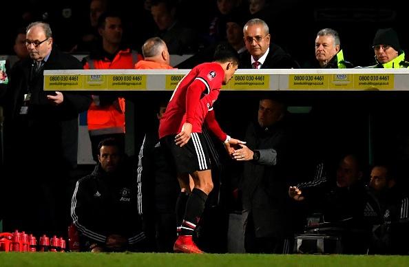 Sanchez cung dong doi gianh chien thang 4 sao tang sinh nhat Mourinho hinh anh 10