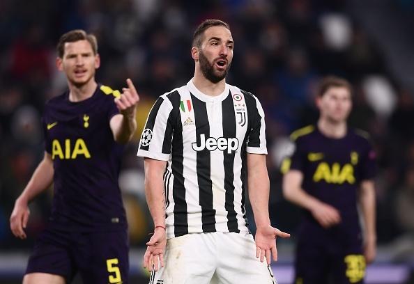 Higuain hong pen, Juventus bi Tottenham cam hoa tren san nha hinh anh