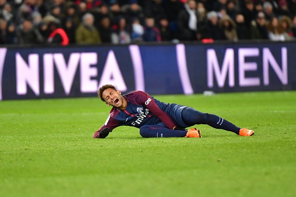 PSG xac nhan Neymar phai phau thuat,  co the nghi het mua anh 1