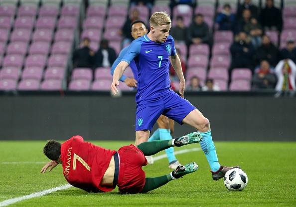 Be tac, Ronaldo tu nga doi pen o tran gap Ha Lan hinh anh 1